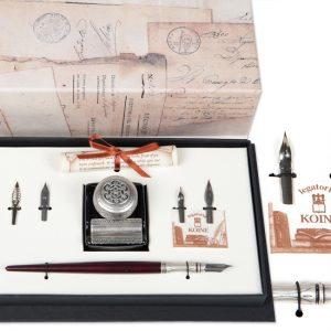 Confezione regalo con calamaio tappo decorato, penna in legno con puntale decorato e pennini. Set scrittura regalo.